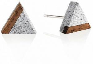 Peckové náušnice z betonu a dřeva Triangle Wood GJEWWOG003UN